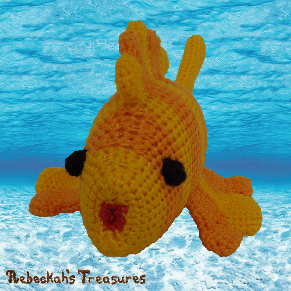 Goldfishy Amigurumi Swimming Over to Say HELLO! | Crochet Pattern by @beckastreasures | Will it be mirror decoration, part of a baby mobile or a cuddly toy? YOU get to decide!!! | | Available to purchase in my #Ravelry & Website shops, or as part of the April 2017 issue of @getstuffed - Get your copy today! | #crochet #pattern #goldfishy #fish #goldfish #amigurumi #GetStuffedMagazine