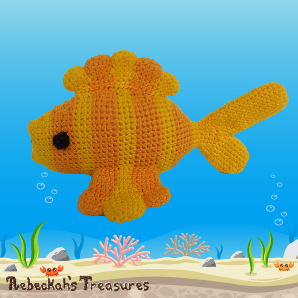 Goldfishy Amigurumi - LEFT Side View | Crochet Pattern by @beckastreasures | Will it be mirror decoration, part of a baby mobile or a cuddly toy? YOU get to decide!!! | | Available to purchase in my #Ravelry & Website shops, or as part of the April 2017 issue of @getstuffed - Get your copy today! | #crochet #pattern #goldfishy #fish #goldfish #amigurumi #GetStuffedMagazine