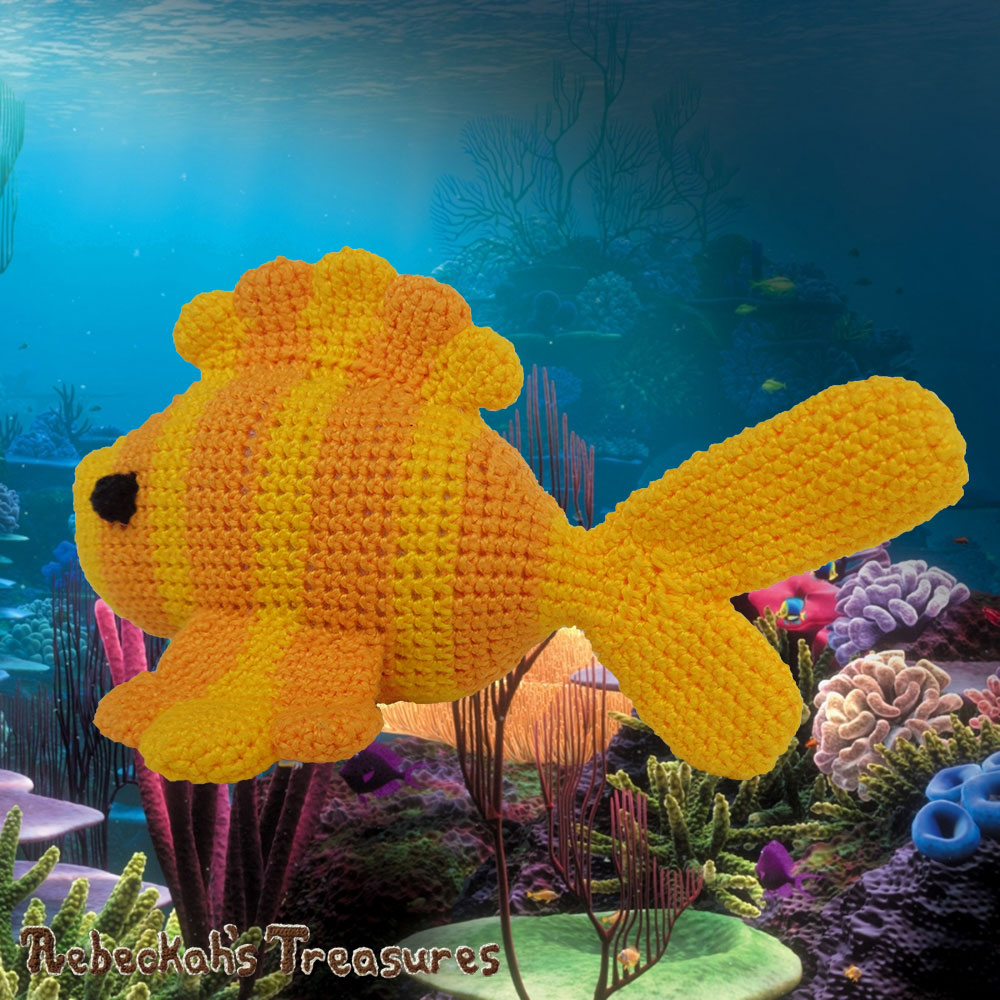 Goldfishy Amigurumi Swimming Away to the Left | Crochet Pattern by @beckastreasures | Will it be mirror decoration, part of a baby mobile or a cuddly toy? YOU get to decide!!! | | Available to purchase in my #Ravelry & Website shops, or as part of the April 2017 issue of @getstuffed - Get your copy today! | #crochet #pattern #goldfishy #fish #goldfish #amigurumi #GetStuffedMagazine