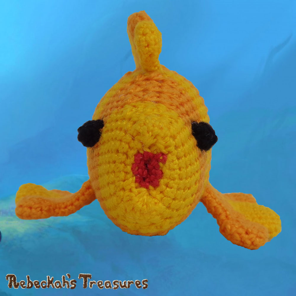 Goldfishy Amigurumi Up Close & Personal! | Crochet Pattern by @beckastreasures | Will it be mirror decoration, part of a baby mobile or a cuddly toy? YOU get to decide!!! | | Available to purchase in my #Ravelry & Website shops, or as part of the April 2017 issue of @getstuffed - Get your copy today! | #crochet #pattern #goldfishy #fish #goldfish #amigurumi #GetStuffedMagazine