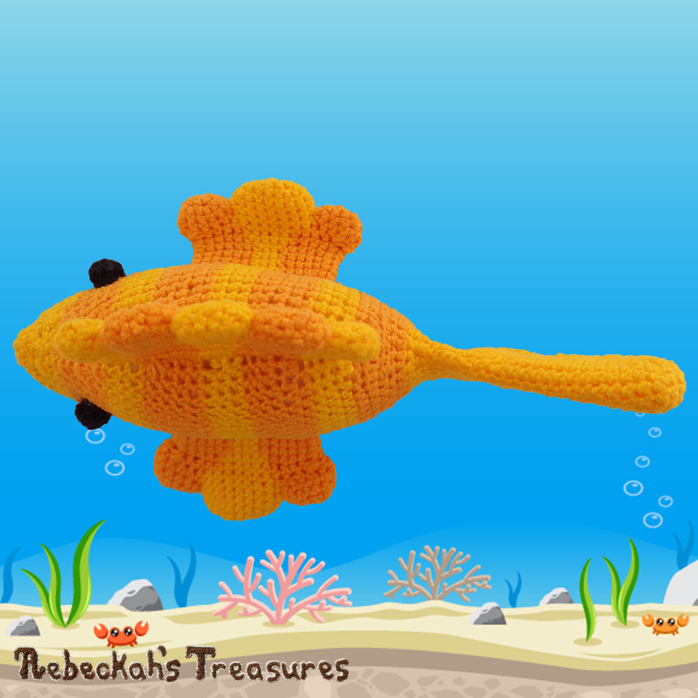 Goldfishy Amigurumi - Areal View | Crochet Pattern by @beckastreasures | Will it be mirror decoration, part of a baby mobile or a cuddly toy? YOU get to decide!!! | | Available to purchase in my #Ravelry & Website shops, or as part of the April 2017 issue of @getstuffed - Get your copy today! | #crochet #pattern #goldfishy #fish #goldfish #amigurumi #GetStuffedMagazine