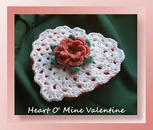 Heart O' Mine Valentine by @crochetmemories | via Be Mine Décor - A LOVE Round Up by @beckastreasures | #crochet #pattern #hearts #kisses #valentines #love