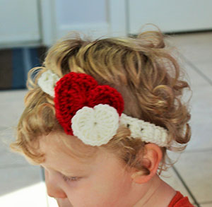 Heart Headband by @LtMonkeyShop | via I Heart Jewels & Hair - A LOVE Round Up by @beckastreasures | #crochet #pattern #hearts #kisses #valentines #love