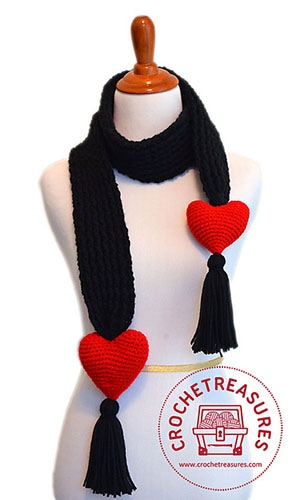 Lover's Knot Scarf by @anabelletracy | via I Heart Clothes - A LOVE Round Up by @beckastreasures | #crochet #pattern #hearts #kisses #valentines #love
