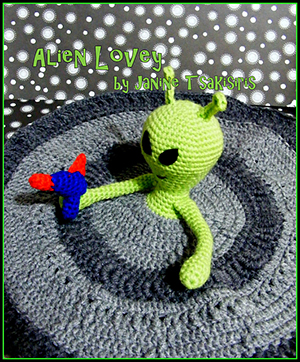 Alien Lovey - Crochet Pattern by #NeensCrochetCorner | Featured at Neen's Crochet Corner - Sponsor Spotlight Round Up via @beckastreasures | #fallintochristmas2016 #crochetcontest #spotlight #crochet #roundup