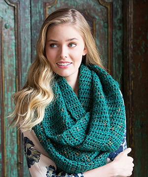 Oversized Glam Cowl - Free Crochet Pattern by Heather Lodinsky | Featured at Red Heart - Sponsor Spotlight Round Up via @beckastreasures with @redheartyarns| #fallintochristmas2016 #crochetcontest #spotlight #crochet #roundup