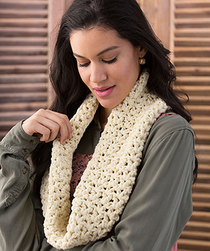 Very V-Stitch Cowl - Free Crochet Pattern by Trish Warrik | Featured at Red Heart - Sponsor Spotlight Round Up via @beckastreasures with @redheartyarns| #fallintochristmas2016 #crochetcontest #spotlight #crochet #roundup
