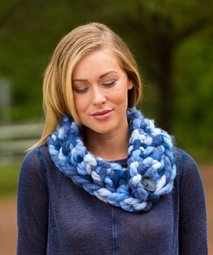 The Goodly Cowl - Free Crochet Pattern by Laura Bain | Featured at Red Heart - Sponsor Spotlight Round Up via @beckastreasures with @redheartyarns| #fallintochristmas2016 #crochetcontest #spotlight #crochet #roundup