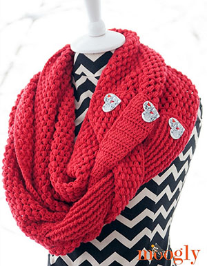 Madly In Love by @mooglyblog | via I Heart Clothes - A LOVE Round Up by @beckastreasures | #crochet #pattern #hearts #kisses #valentines #love