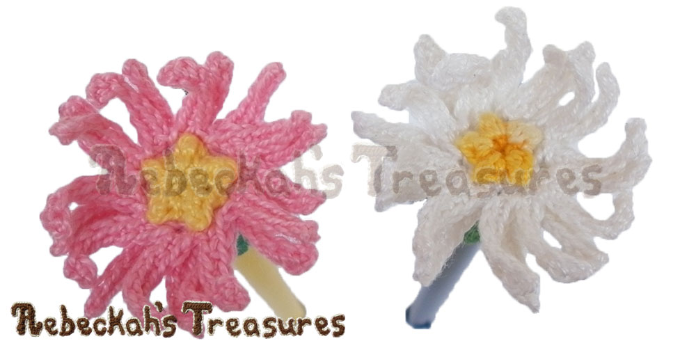 Dainty Daisy Pencil Topper / Finger Puppet | FREE crochet pattern via @beckastreasures | Looking for quick and easy last minute gifts to crochet? Try this delicate Dainty Daisy Flower Pencil Topper pattern. It's fun for all ages and perfect for last-minute gifts or bulk gifting events! #daisy #crochet #penciltopper #fingerpuppet