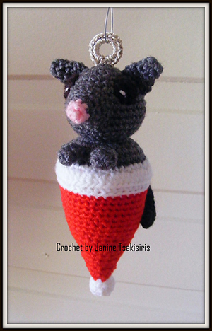 Christmas Critter Possum - Free Crochet Pattern by #NeensCrochetCorner | Featured at Neen's Crochet Corner - Sponsor Spotlight Round Up via @beckastreasures | #fallintochristmas2016 #crochetcontest #spotlight #crochet #roundup