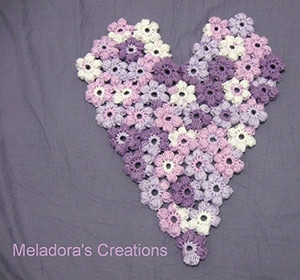 Puff Flower Heart Motif by @MeladoraCrochet | via Be Mine Décor - A LOVE Round Up by @beckastreasures | #crochet #pattern #hearts #kisses #valentines #love