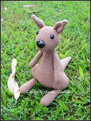 Jumping Jeff Kangaroo - Free Crochet Pattern by #NeensCrochetCorner | Featured at Neen's Crochet Corner - Sponsor Spotlight Round Up via @beckastreasures | #fallintochristmas2016 #crochetcontest #spotlight #crochet #roundup