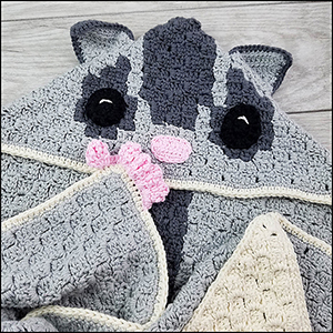Sugar Glider Hooded Blanket - Crochet Pattern by @CheeryChameleon | Featured at The Cheerful Chameleon - Sponsor Spotlight Round Up via @beckastreasures | #fallintochristmas2016 #crochetcontest #spotlight #crochet #roundup