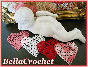 Sweetie Hearts Applique or Ornament by @bellacrochet | via Be Mine Décor - A LOVE Round Up by @beckastreasures | #crochet #pattern #hearts #kisses #valentines #love