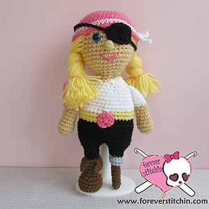 Pirate Amigurumi - Crochet Pattern by @foreverstitchin | Featured at Forever Stitchin - Sponsor Spotlight Round Up via @beckastreasures | #fallintochristmas2016 #crochetcontest #spotlight #crochet #roundup
