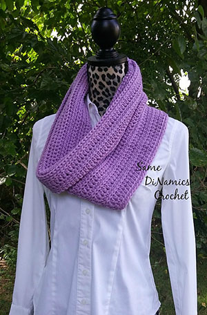 Winter Lilac Cowl | Friday Feature #14 via @beckastreasures with @samedinamics #crochet | See the latest designer features here: https://goo.gl/UIvoYx OR SIGN UP to get featured at Rebeckah's Treasures here: https://goo.gl/xjDP52 #crochet
