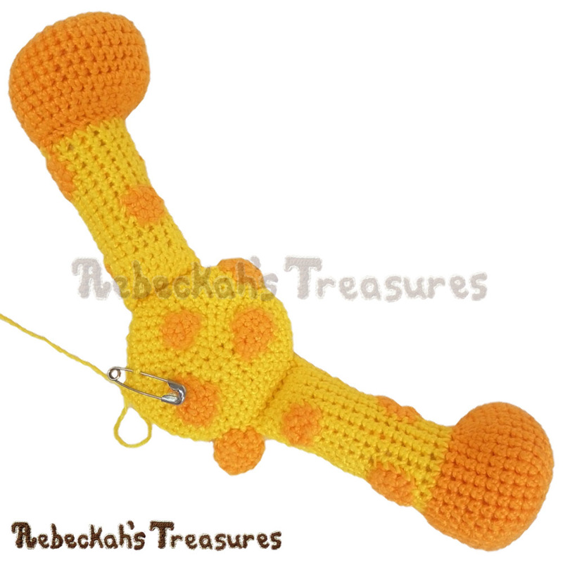 Giraffe legs attached to body! | Working on a Crochet Giraffe via @beckastreasures